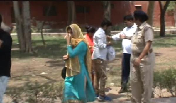 हरियाणा के आवारा मजनुओं पर दुर्गा बनकर कहर बरपा रही है पुलिस