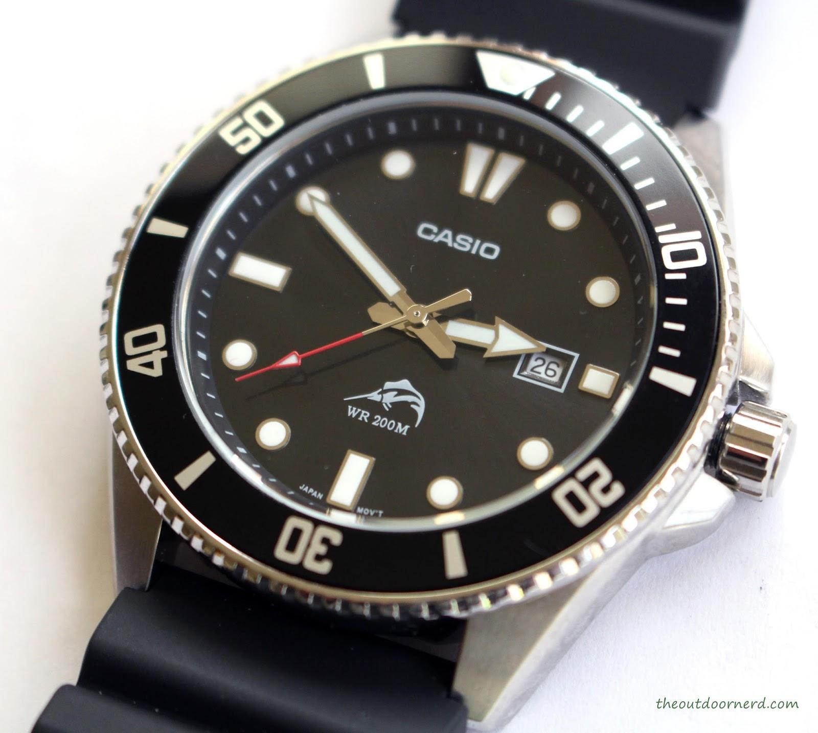 Casio MDV106-1A Diver's Watch: Closeup of Crown 1