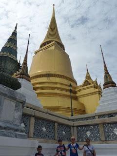 Gran Palacio Real de Bangkok, Phra Sri Ratana Chedi o Estupa Dorada.