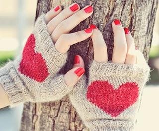 http://www.waselwasel.com/heart-fingerless-mittens-patron-gratuito/