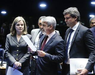 http://www.folhapolitica.org/2017/03/com-medo-de-perder-foro-privilegiado.html
