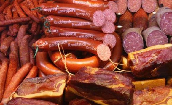 وزارة الداخلية الألمانية، تعتذر عن تقديمها لسجق الخنزير في المؤتمر الإسلامي.