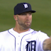 Tyler Collins flips off Tigers fans for booing him after misplayed fly ball (Video)