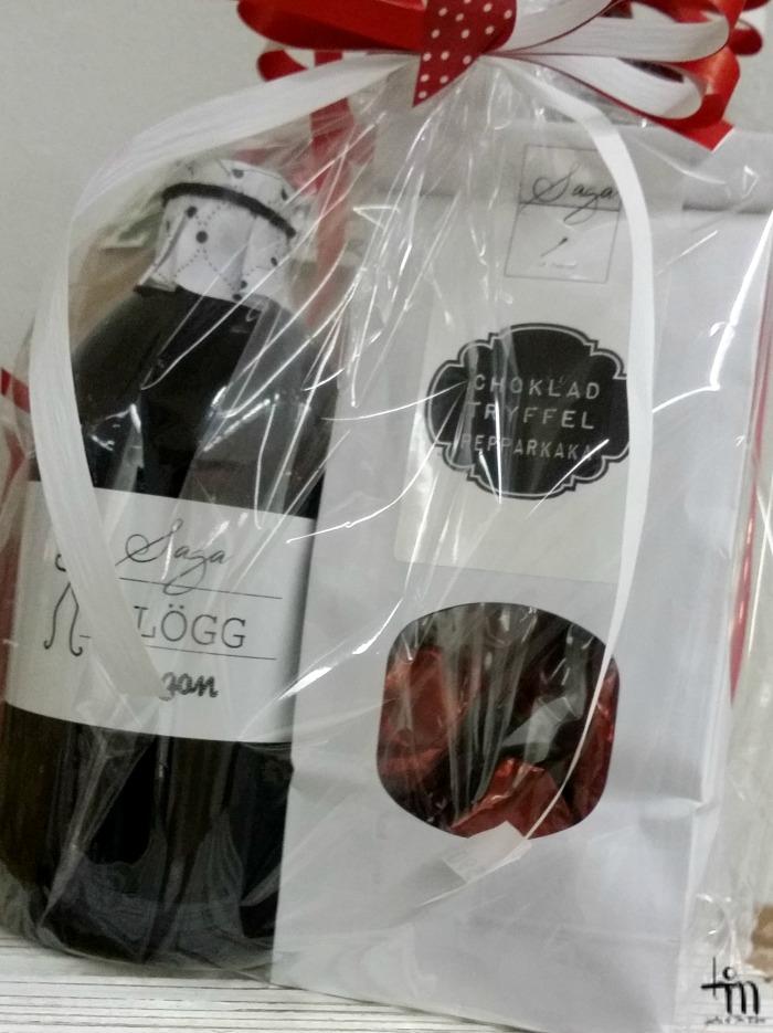 murenan lahjapussissa glögiä ja suklaatryffeleitä
