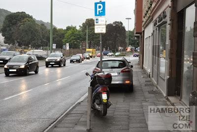 Hagen, Wehringhauser Straße - Legalisiertes Gehwegparken