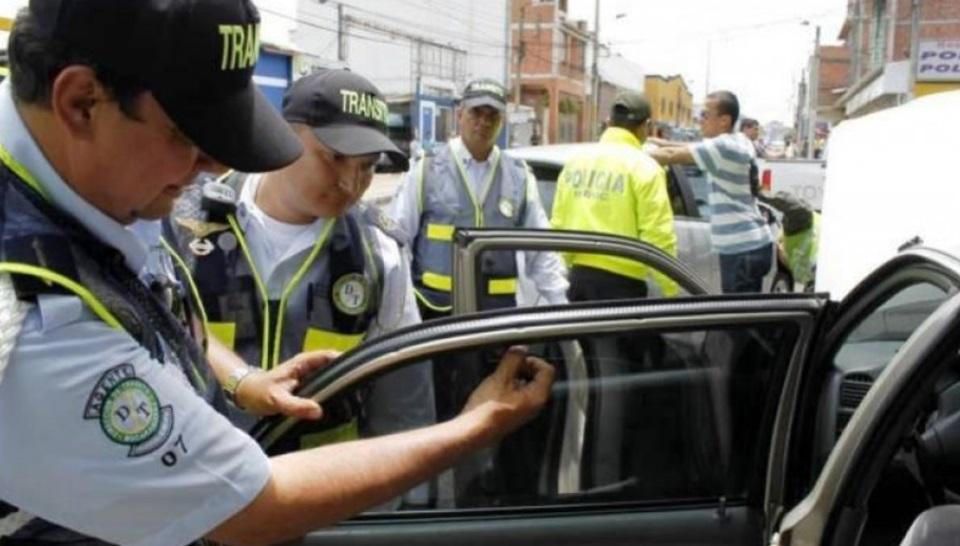 Prohibido circular por Chile con vidrios polarizados