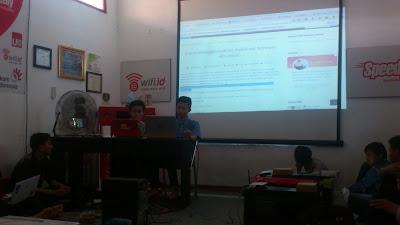 Presentasi Pengenalan Aplikasi Screen dan Cara Daftar Domain Gratis di BLC TELKOM KLATEN