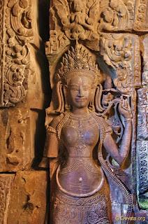 Escultura de la reina Indradevi, protagonista de la historia. Gracias por seguir el blog, una vez más.