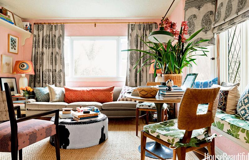 tapete + almofada + cortina = mudança completa do ambiente gastando pouco!