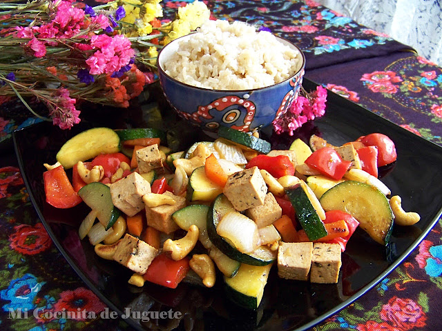 Wok de Tofu y Verduras con Anacardos