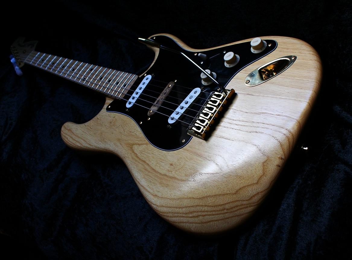 finishing with tone andy preston 39 s wudtone custom guitars stratocaster guitar culture. Black Bedroom Furniture Sets. Home Design Ideas