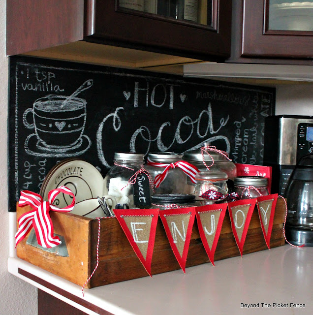 hot cocoa station, thrift store finds, mason jars, chalkboard sign, chocolate,https://goo.gl/U8dcWx