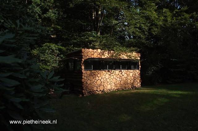 Cabina contemporánea hecha de troncos en Europa