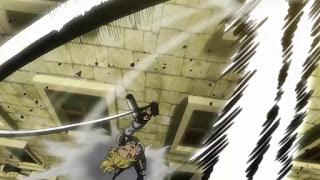 Wykonywanie manewru przestrzennego w Attack on Titan 3