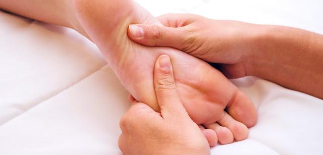 http://ilciuffoblog.blogspot.com/2017/05/cura-i-piccoli-dolori-con-il-massaggio-plantare.html