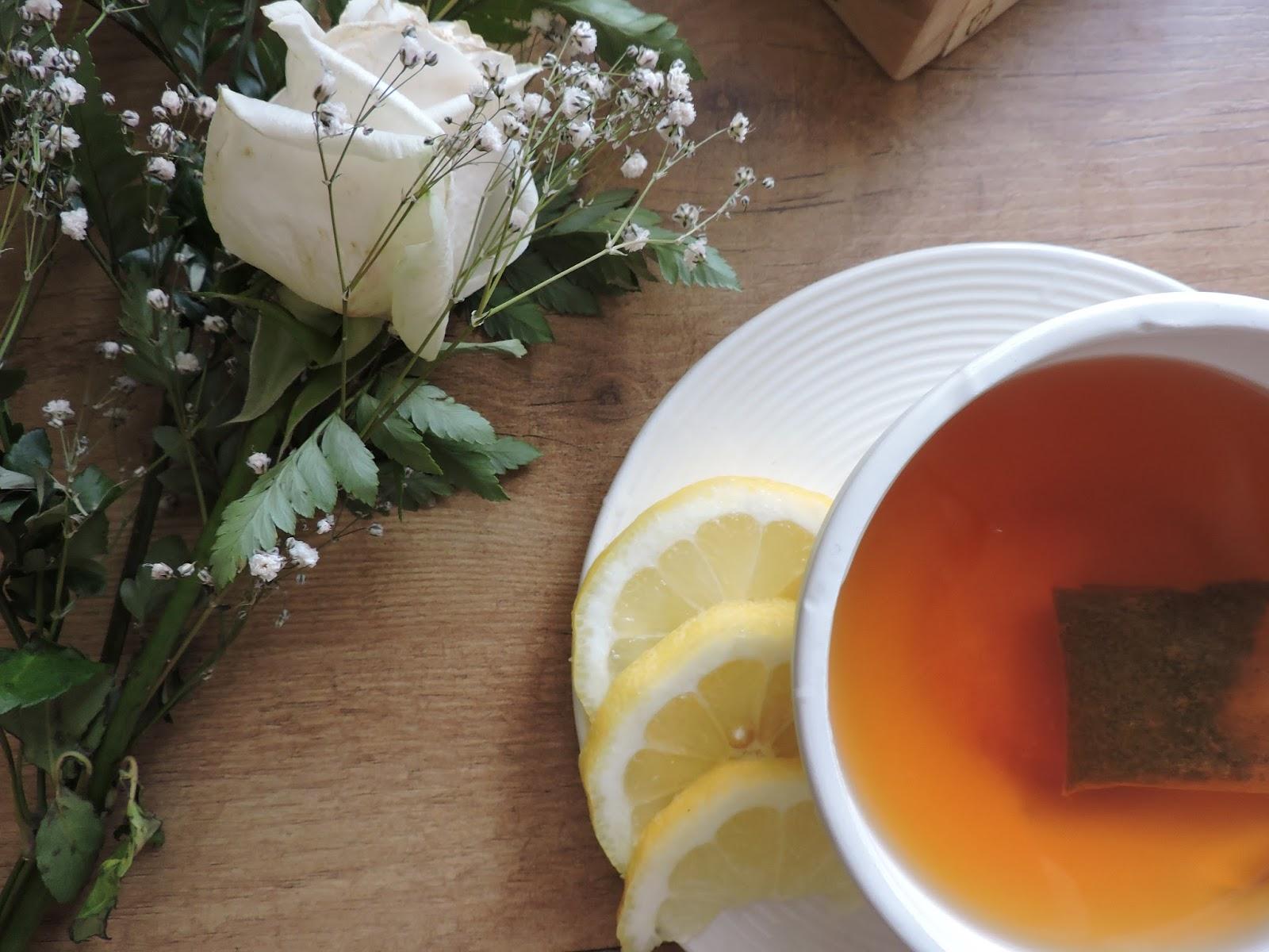 Beneficios del té negro con limón