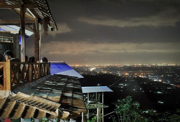 Klik untuk melihat Wisata Malam Jogja Bukit Bintang
