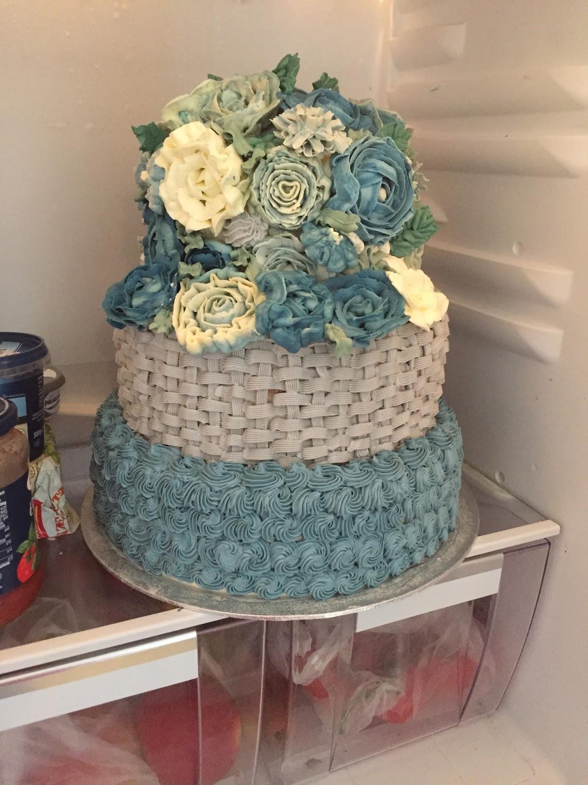 Margareteshandmadebox 3 Stockige Hochzeitstorte Fertigstellung