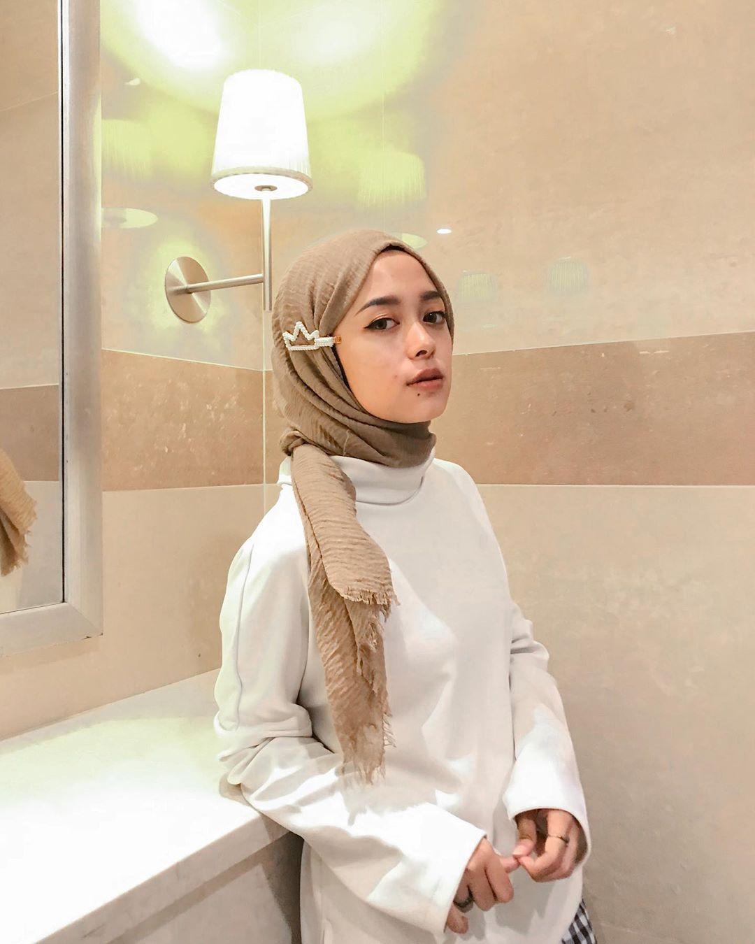 Gaya Hijab Pakai Jepit Rambut