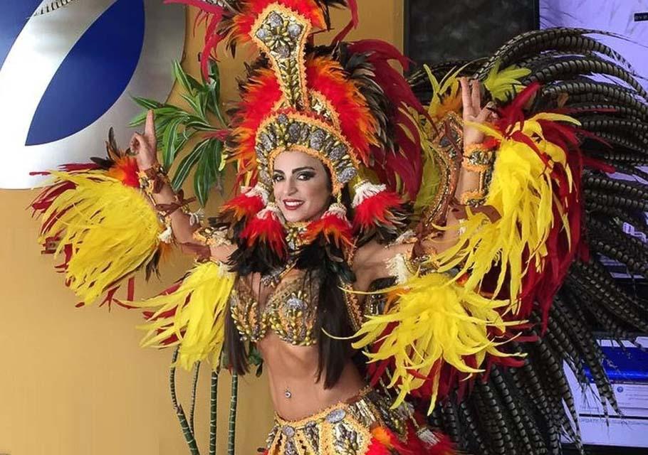 Phoebe Vecchioni se veste de Cunhã-Poranga para homenagear o Dia do Índio. Foto: Renato Cipriano