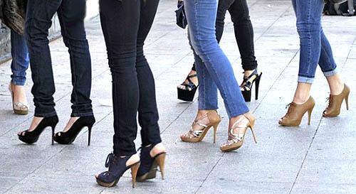 alasan wanita memakai high heels