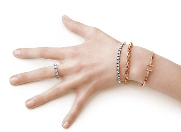 Кольца и браслеты на руке