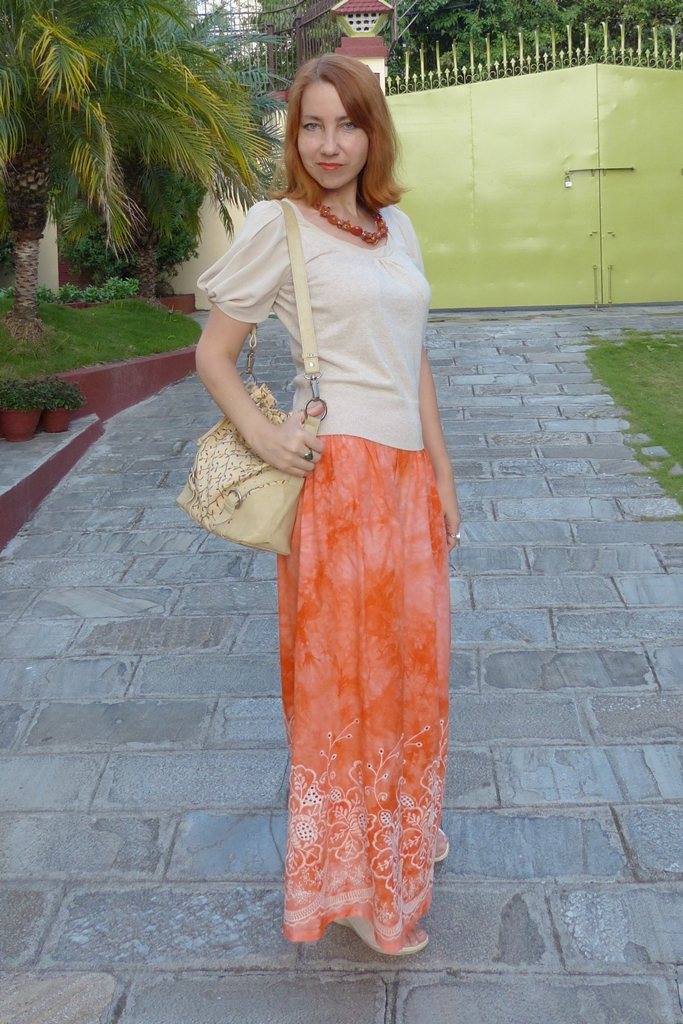 Summer look: orange maxi skirt and cotton top