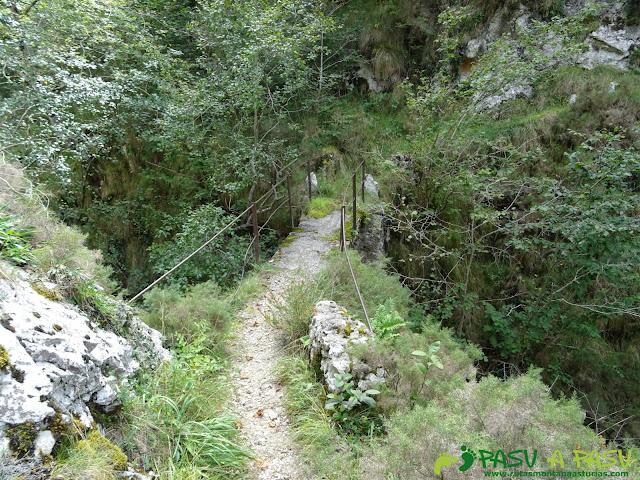 Canal de Reñinuevo: Puente sobre el Rio Urdón