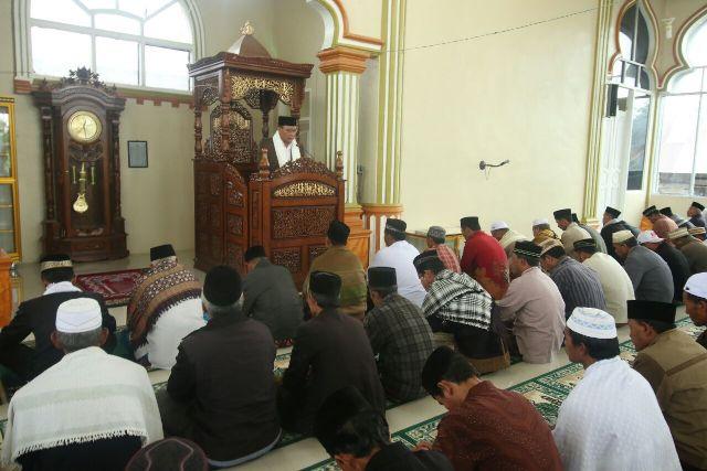 Nasarudin Khatib di Mesjid Babul Kiram Bener Meriah