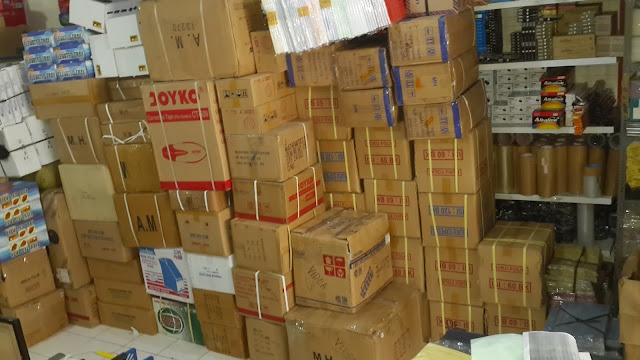 Buku tulis, Peralatan kantor dan stationery sekolah bisa di pesan di http://hargaalattuliskantor.com/