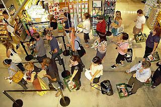 Perilaku Konsumtif Menguntungkan Sektor Konsumer
