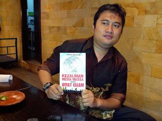 """patut dimiliki nih buku """"kedzaliman media masssa terhadap umat islam"""""""
