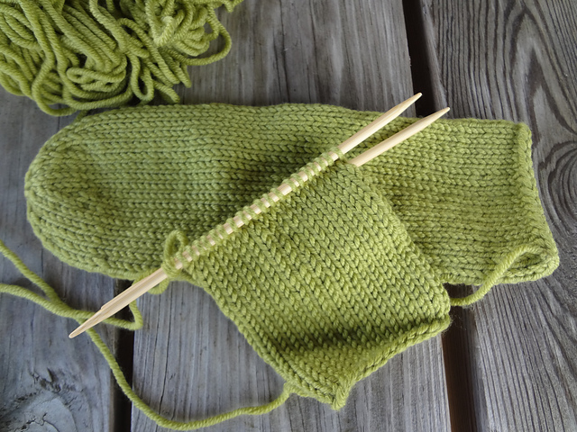 Fiber Flux: How to Knit with Double Pointed Needles (DPNs)