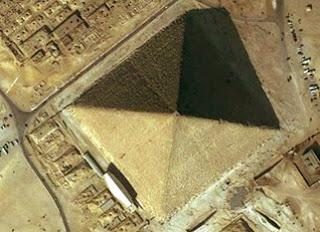 gran-piramide-egipto-giza-extraterrestres-aerea-misterios-octagono-efecto-relampago