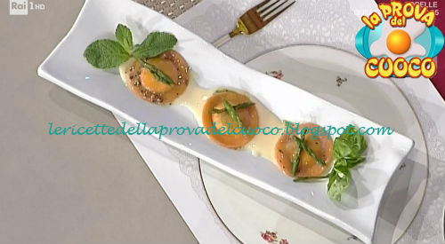 Raviolo rosso ripieno di squacquerone con tartufo estivo ed asparagi selvatici ricetta Fava da Prova del Cuoco