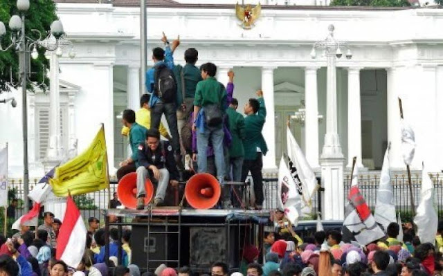 Selasa, Aliansi Mahasiswa UMJ Bersatu Demo Istana Jokowi