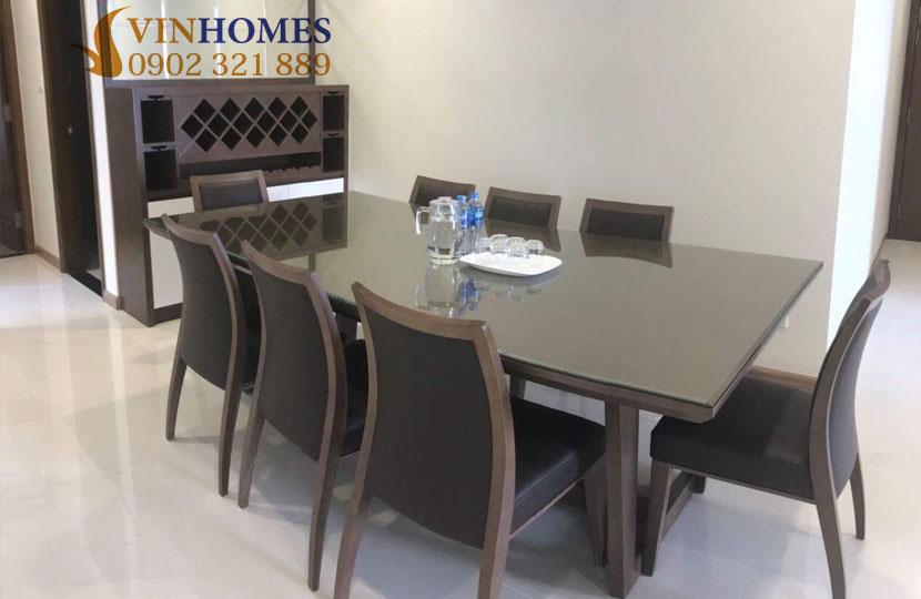 Cho thuê căn hộ Vinhomes 4 phòng ngủ Landmark 1 - bàn ăn lớn