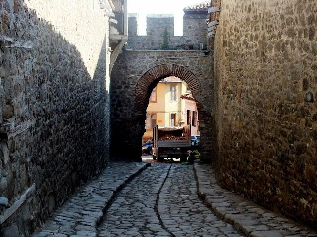 puerta de la muralla de plovdiv bulgaria