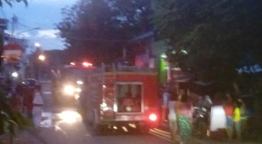 Gardu Jualan Terbakar Nyaris Merembes ke Rumah Warga