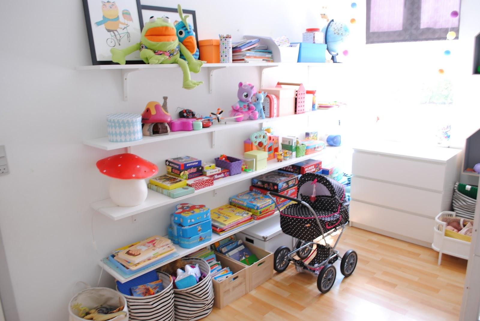 hylder børneværelse Julies kreahule: Endnu engang børneværelset hylder børneværelse