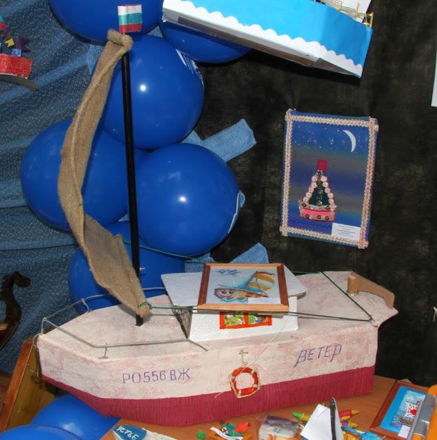 лодка-игрушка из пенопласта