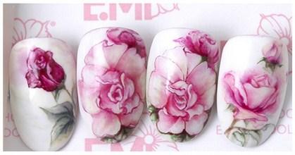Акварельные цветы на ногтях