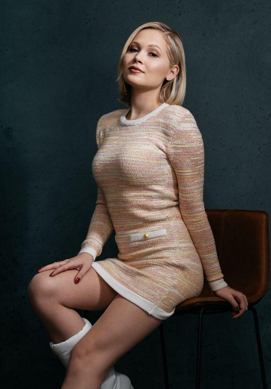 Kelli Berglund – Deadline Studios Portrait
