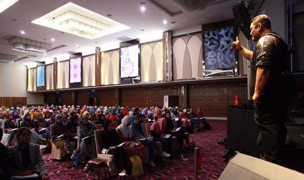 lihat-bagaimana-budak-lepasan-diploma-ini-boleh-memperdayakan-seluruh-rakyat-malaysia-kamithemedia