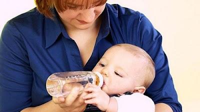 Bahaya Minum Air Putih Untuk Bayi Berusia Dibawah 6 Bulan