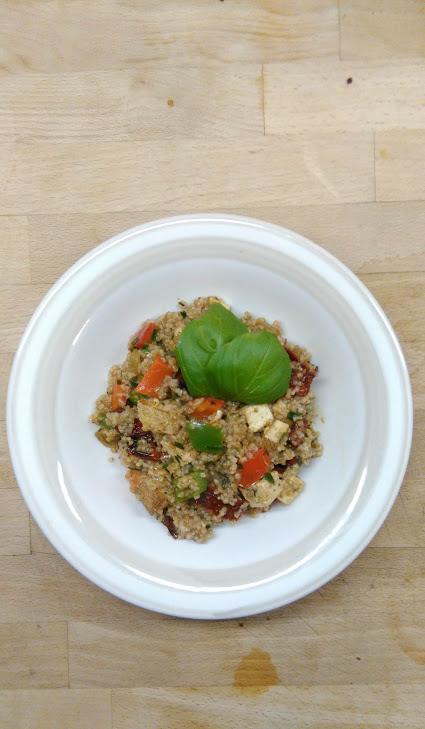 Wegański pomysł na obiad - Kasza orkiszowa z warzywami i tofu.