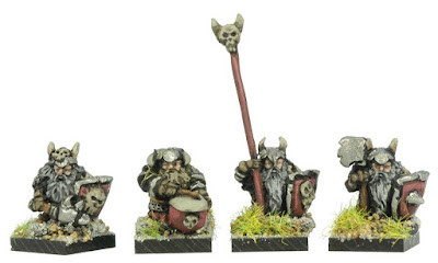 FDB101 Evil Dwarves with Hand Weapons