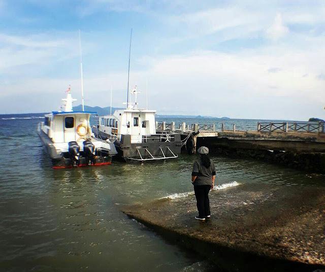 Dermaga untuk boat-boat kecil yang berada di pantai puri gading
