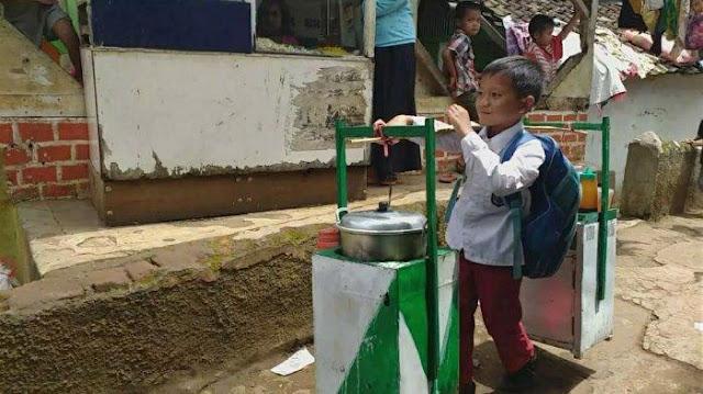 Kisah Lengkap Erwin, Bocah Penjual Baso di Garut, yang Viral di Medsos