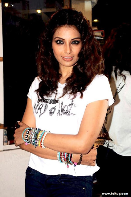 Bipasha Basu Bollywood Actress Biography, Movies List, Hot Photos